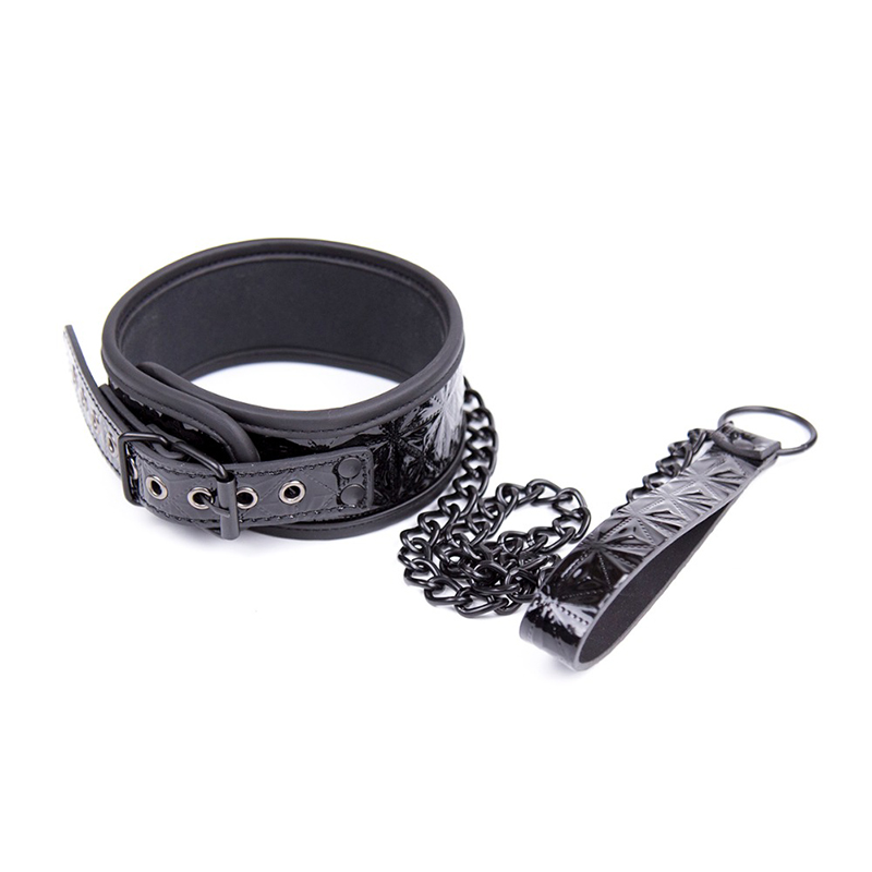 Thierry-Crimson-black-Tied-Ultimate-Bondage-Kit-blindfold-ball-gag-collar-wrist-and-ankle-cuffs-paddle (2)